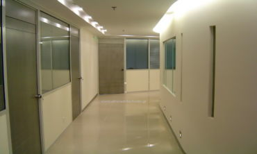 Κινητά διαχωριστικά γραφείων δαπέδου οροφής .